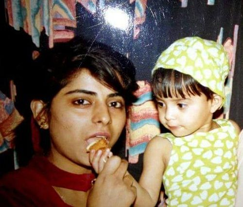A childhood picture of Ayushi Gupta with her mother