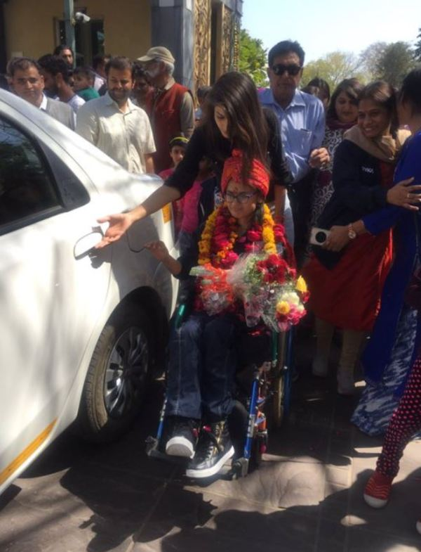 Avani being welcomed in India in 2017 after winning a silver medal in Dubai Paralympics