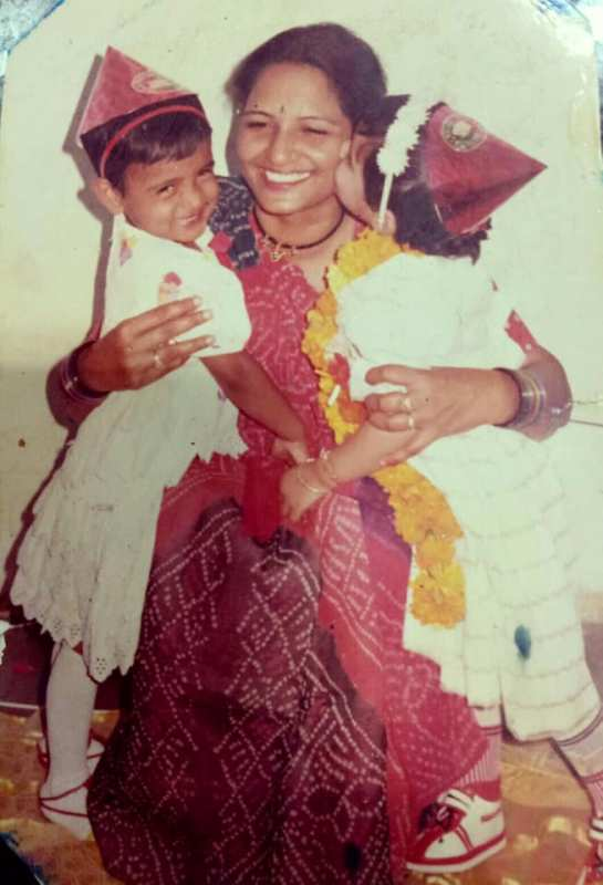Childhood Picture of Kriti with her mother
