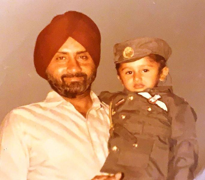 Childhood picture of Honey Singh with his father