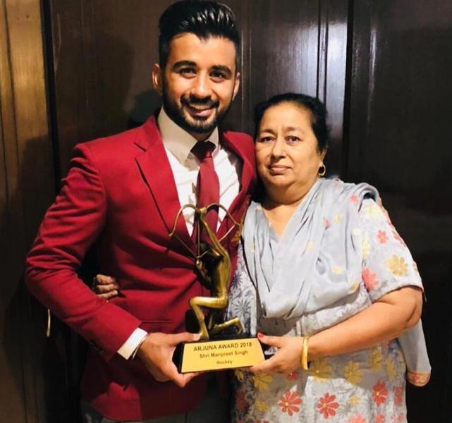 Manpreet Singh with his mother