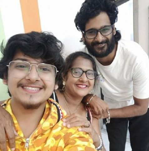 Naman Mathur with his mother and brother