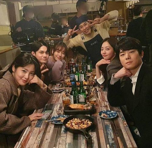 Ong Seong-wu with his friends