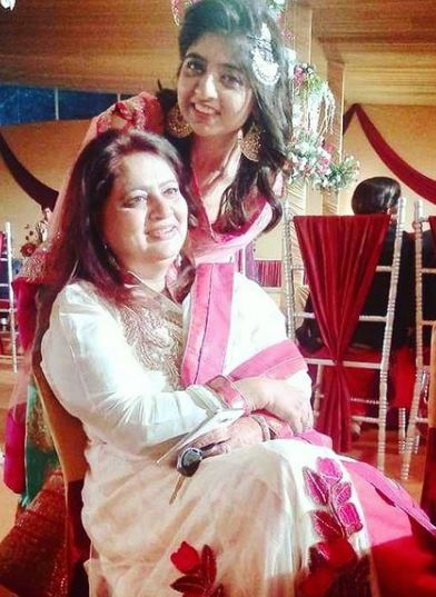 Ridhima Arora with her mother
