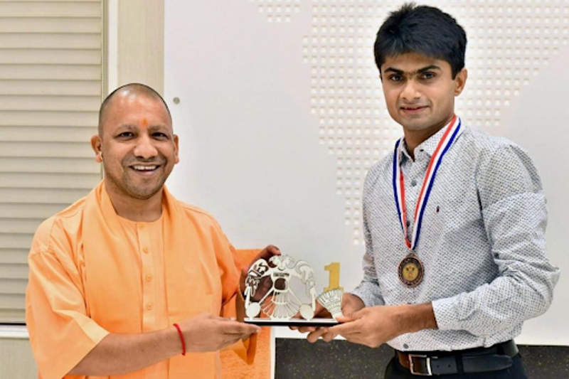 Suhas Lalinakere is the recipient of the Yash Bharti, Uttar Pradesh's highest civilian honour on 1 December 2016. He was given this award by the Chief Minister of Uttar Pradesh.