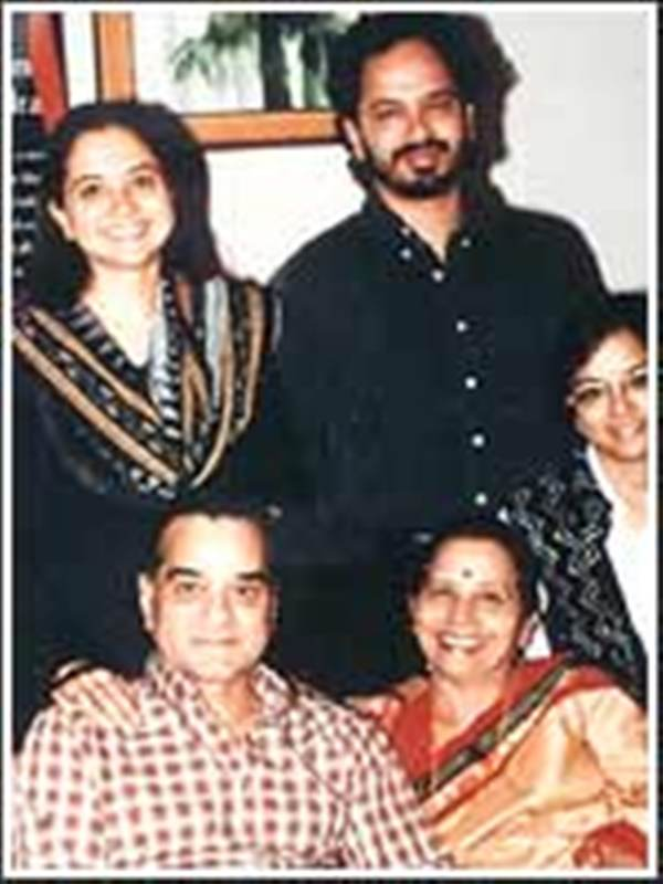 Vikram Chandra with his parents and sisters