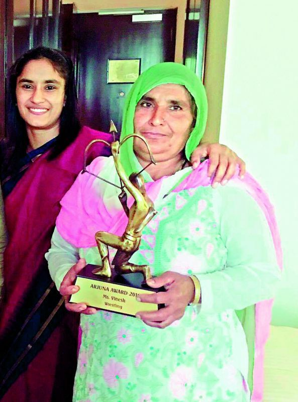 Vinesh Phogat with her mother
