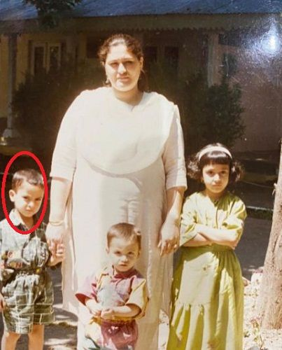 A childhood picture of Umar Riaz with his siblings and mother