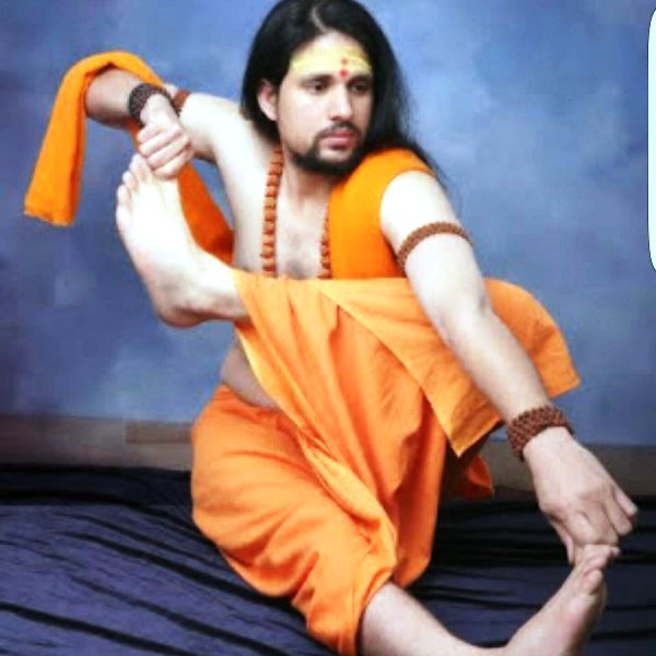 Anand Giri in a yoga pose