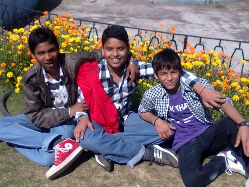 Childhood picture of Yogesh Kathuniya (middle) with his friends