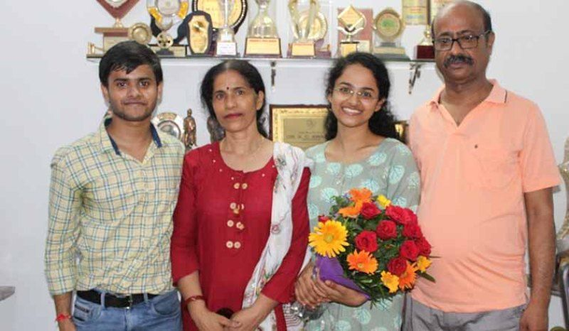 Jagrati Awasthi with her parents and brother