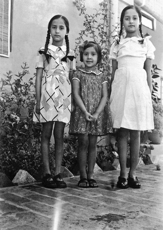 Madhur Jaffrey (centre) with her sisters Kamal (left) and Lalit