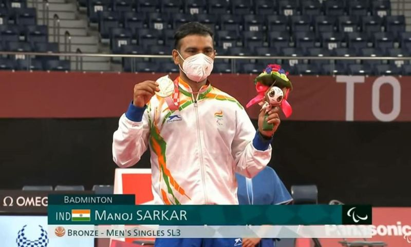 Manoj Sarkar posing with his medal after winning the bronze medal in the 2020 Tokyo Paralympics