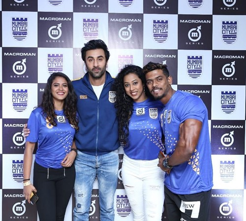 Meenal Shah with Ranbir Kapoor and other contest winners
