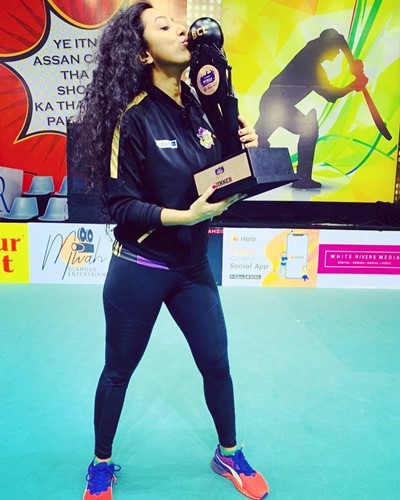 Meenal Shah with the winners trophy of 2019 MTV Box Cricket League