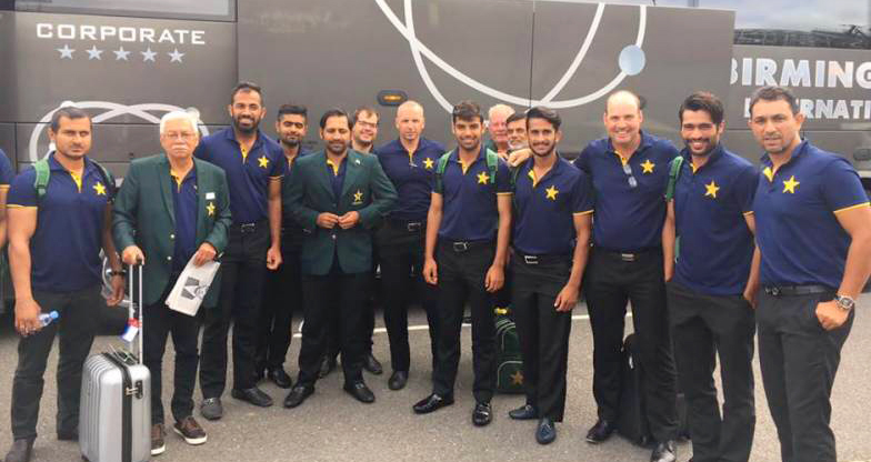 Pakistani Team before leaving for the Champions Trophy 2017