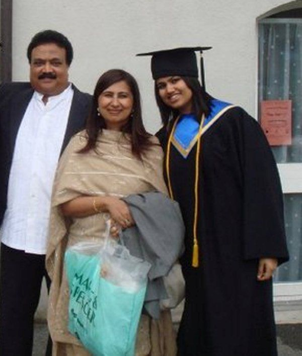 Pooja Dhingra with her mother and father