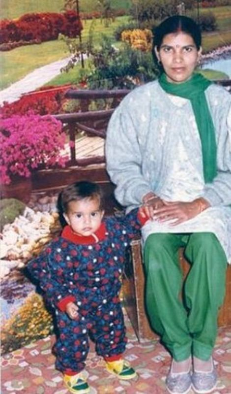 Pooja Mor as a kid with her mother