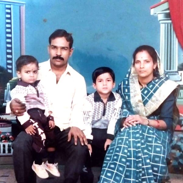 Vishhal Nikam's childhood picture with his family