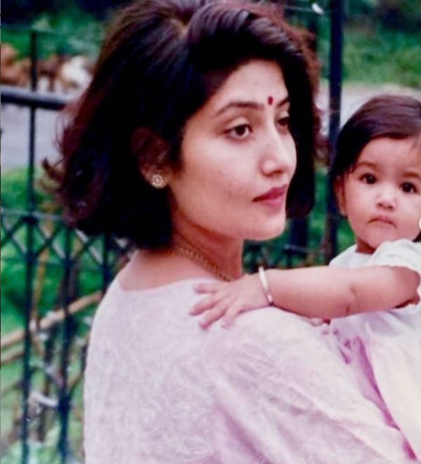 A Childhood picture of Shree Saini with her mother