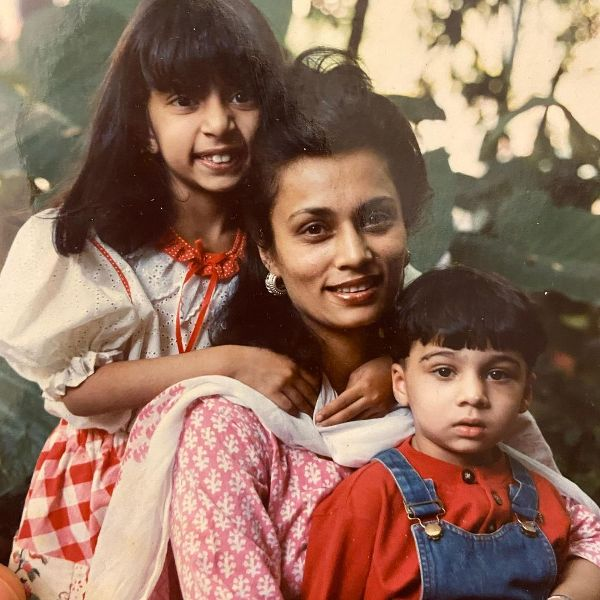 Childhood picture of Shilo Shiv Suleman with her brother and mother