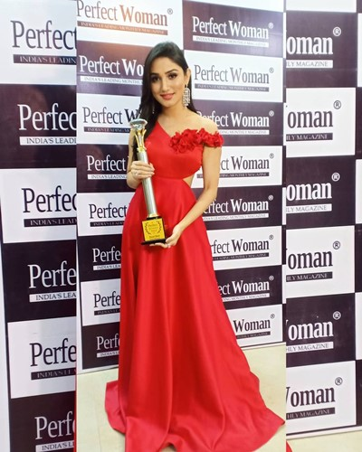 Donal Bisht with the Perfect Style Icon 2020 award