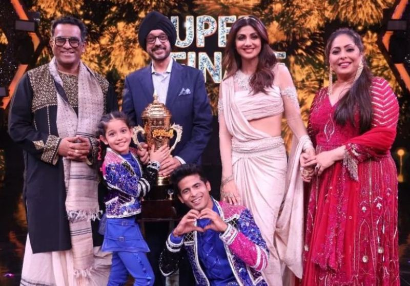 Florina with the judges of the show Super Dancer