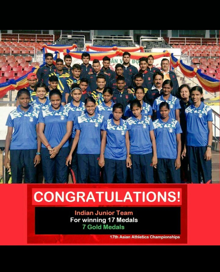 Harmilan Kaur posing with her team at the Junior Asian Games 2016