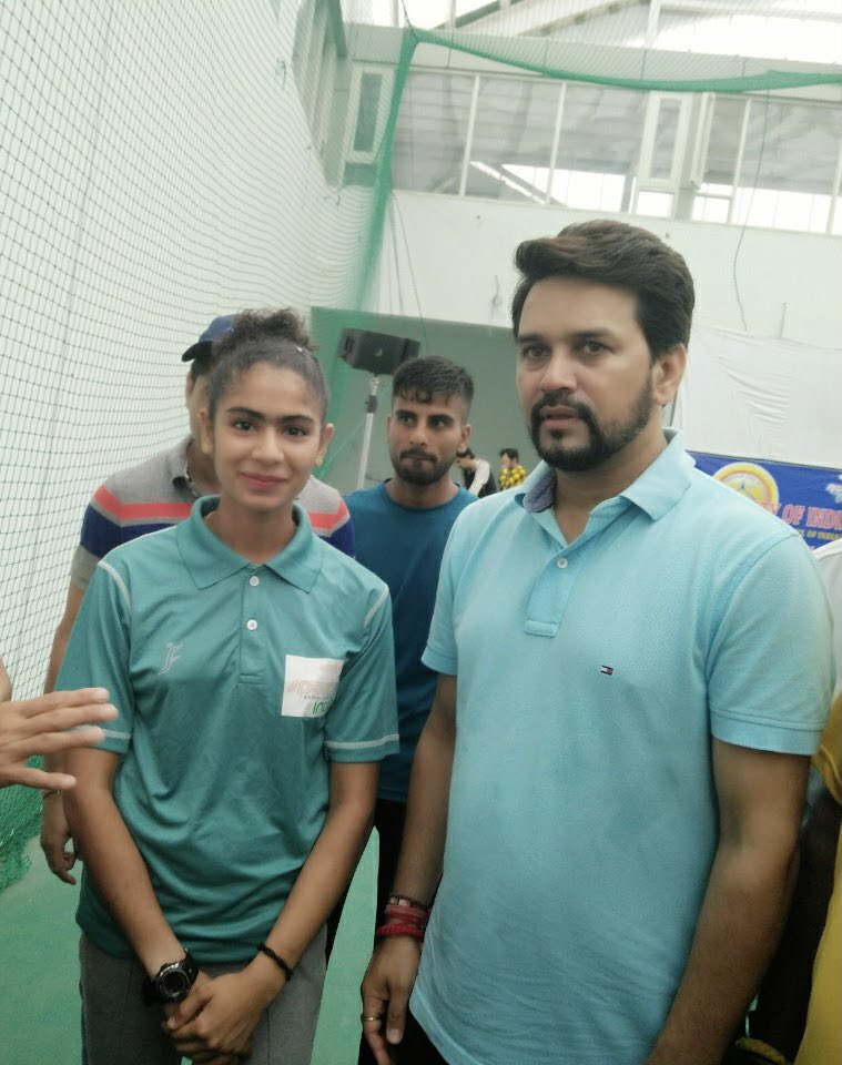 Harmilan Kaur with the Minister of youth affairs and sports Anuraj Thakur