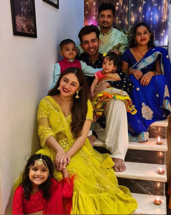 Jay Bhanushali and Mahhi vij with the adopted children and their parents