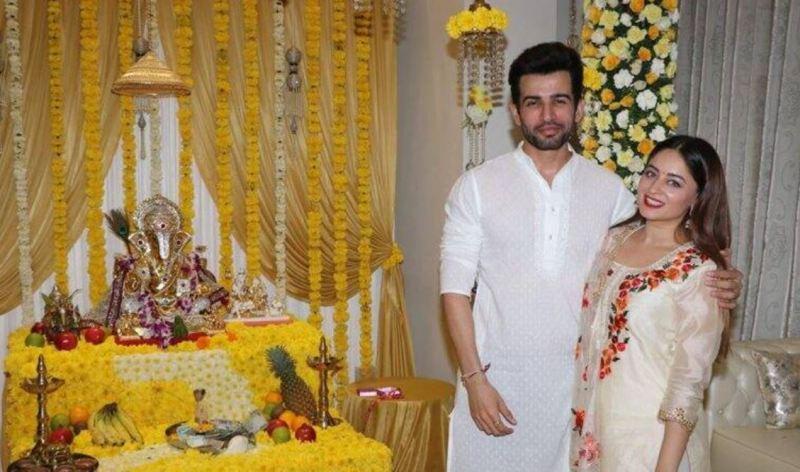 Jai Bhanushali with his wife at their home posing with the idol of Lord Ganesha