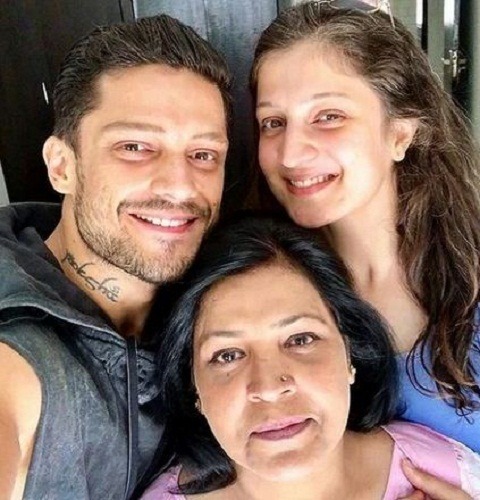 Jaya Bhardwaj with her brother and mother
