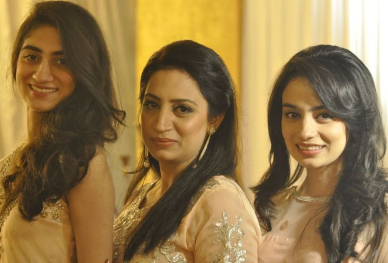 Mehar Bano (right) with her mother (middle) and her sister (left)