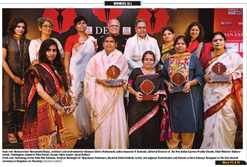 Shilo Shiv Suleman posing with The New India Express Devi Award (2015)