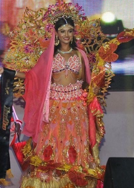 Sushrii Mishra wins Best National Costume in the Miss United Continents 2015