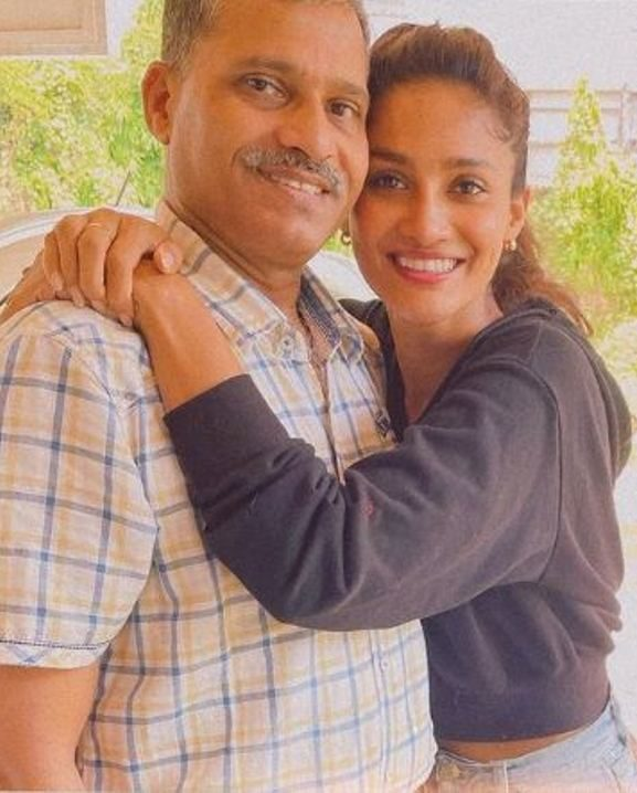Sushrii with her father